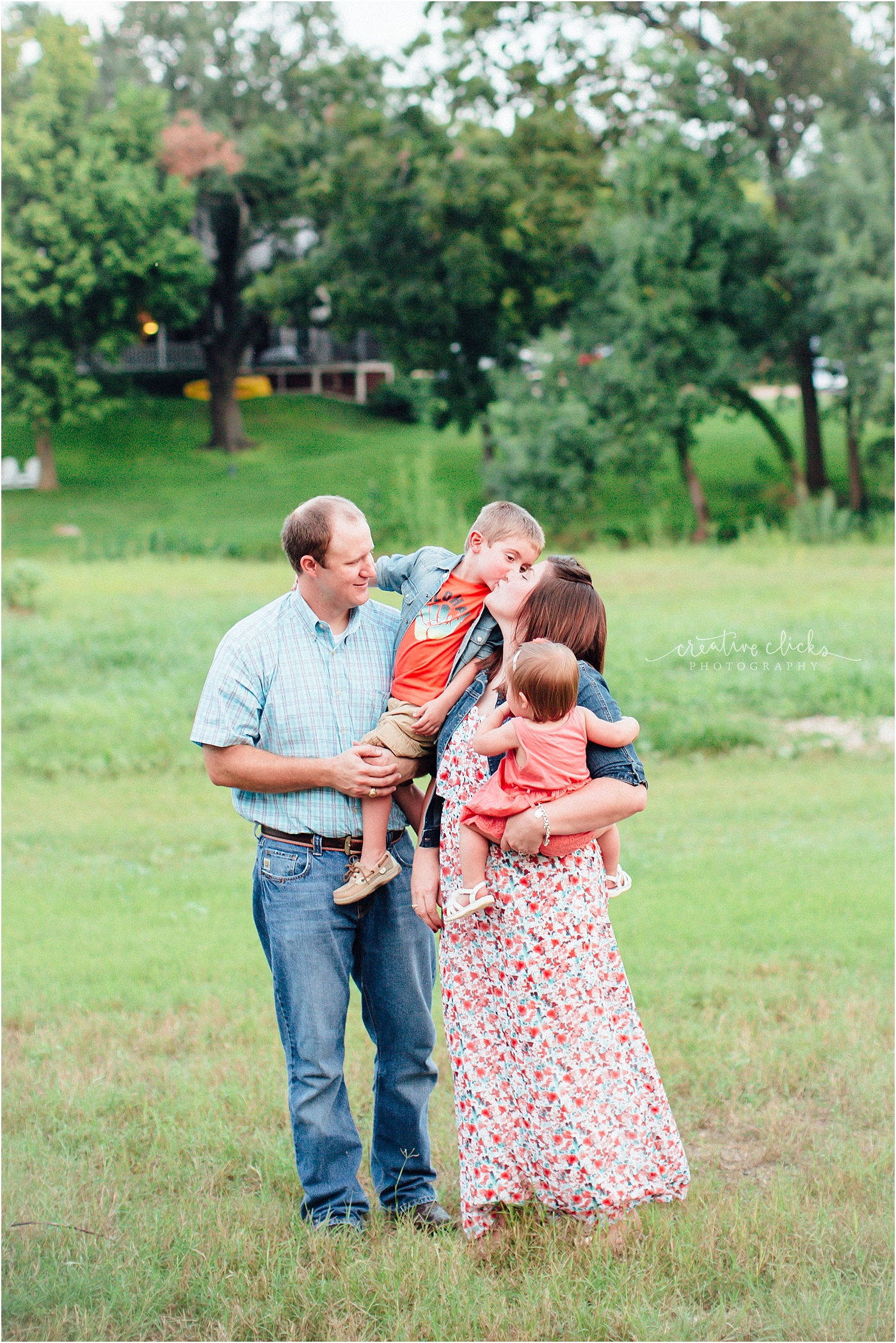 Salado_Creek_Outdoor_Family_Session_04
